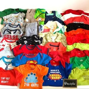 Lot of boys 0-6M infant baby clothes (33 pieces)